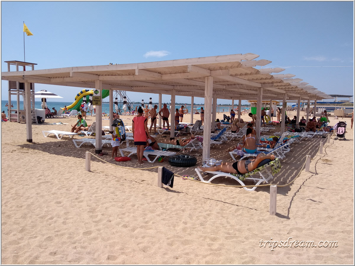 Теневой навес на пляж е Евпатории