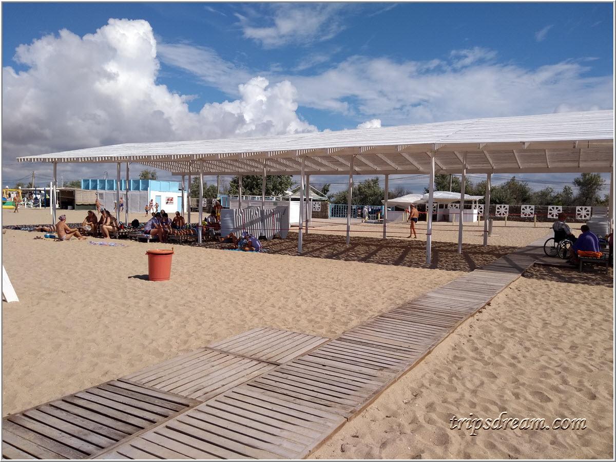 Специальный пляж для колясочников в Евпатории