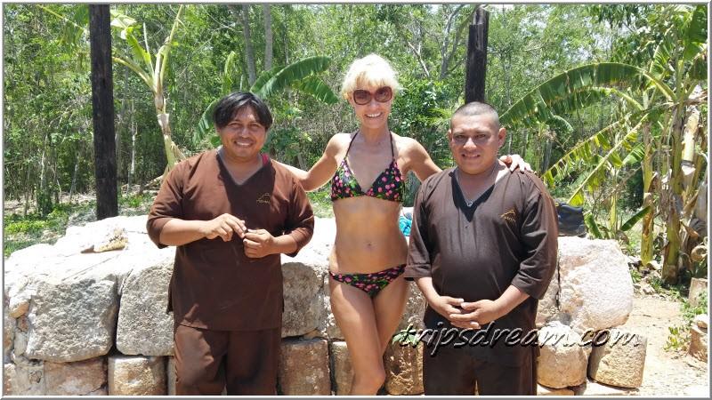 Таня и два шамана после церемонии Темаскаль