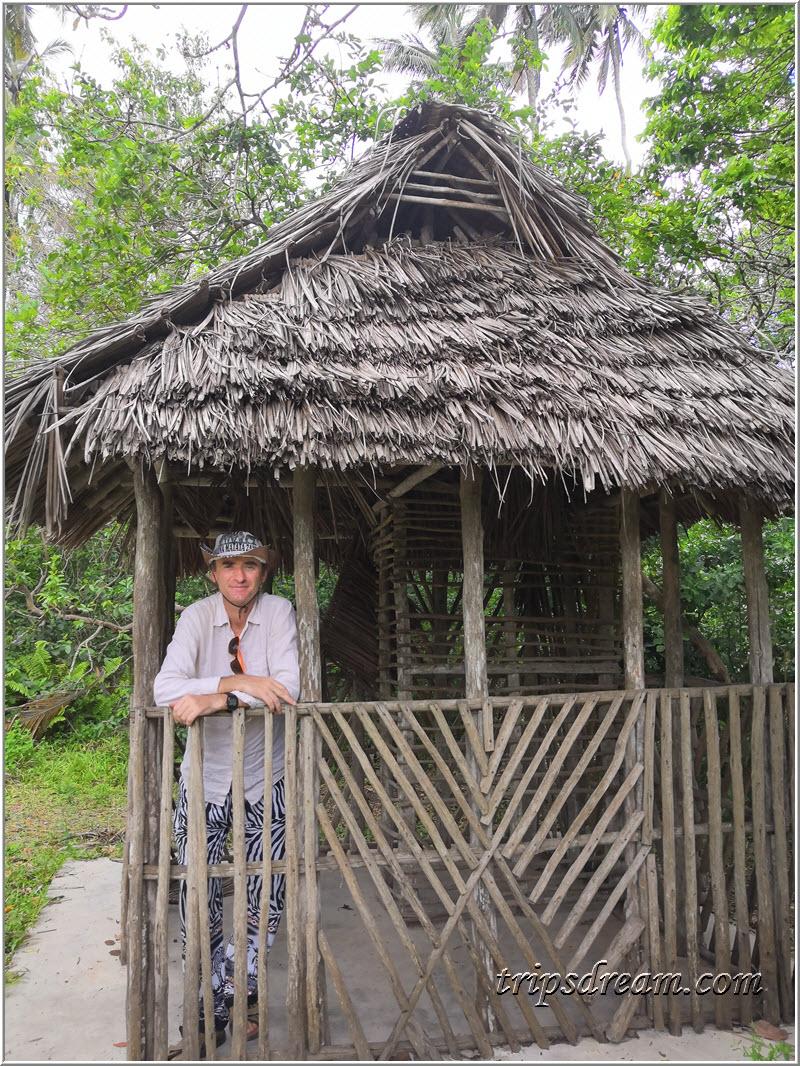 Хижина при въезде в Парк Джозани. Занзибар