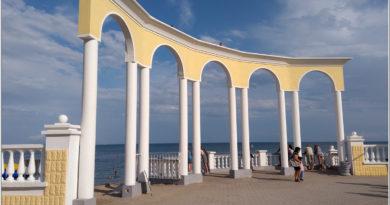 Колоннада на набережной Евпатории